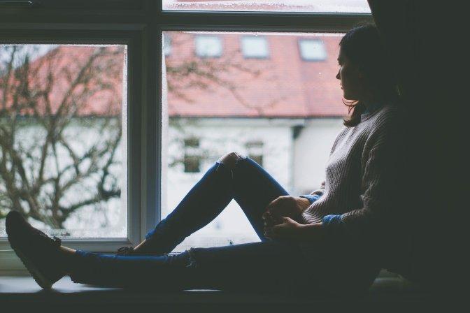 mulher-espera-janela